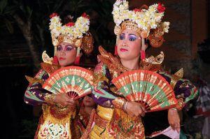800px-Bali-Danse_0704a